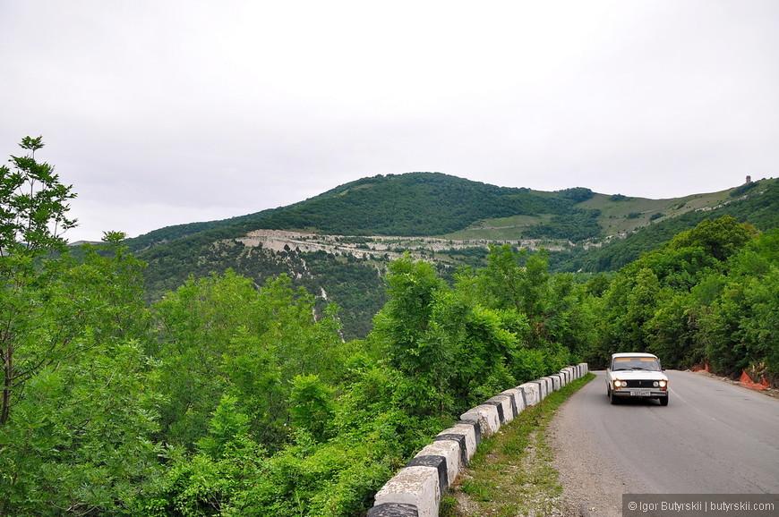 02. Дорога извилистая – серпантин, но машин было мало.