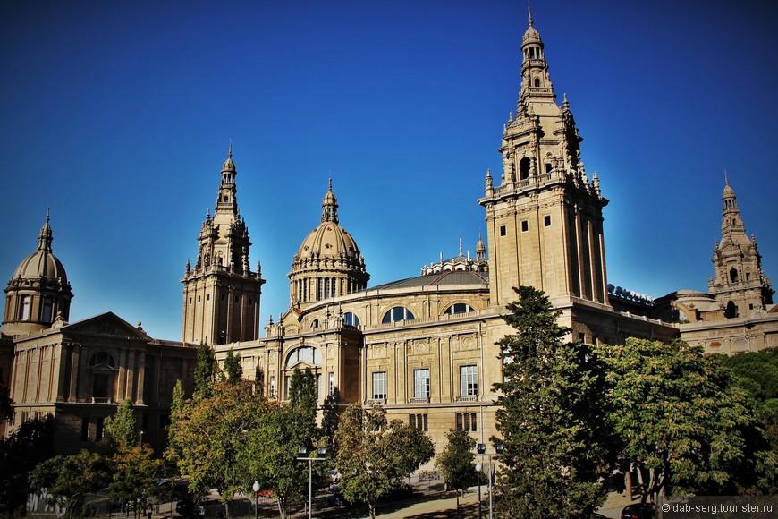 Национальный Музей Искусства Каталонии, более известный по своей аббревиатуре MNAC, был создан в 1990 году вследствие слияния Музея Современного Искусства и Музея Искусства Каталонии. Позднее к экспонатам этих музеев добавилась коллекция гравюр, нумизматики и библиотека истории искусств. А уже в 1996 году музей пополнился отделением, посвященным фотографии.