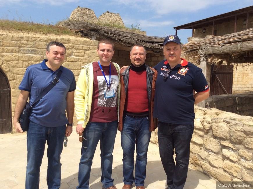 С туристами( из сайта туристер.ру) в  этнографическом музее Гала