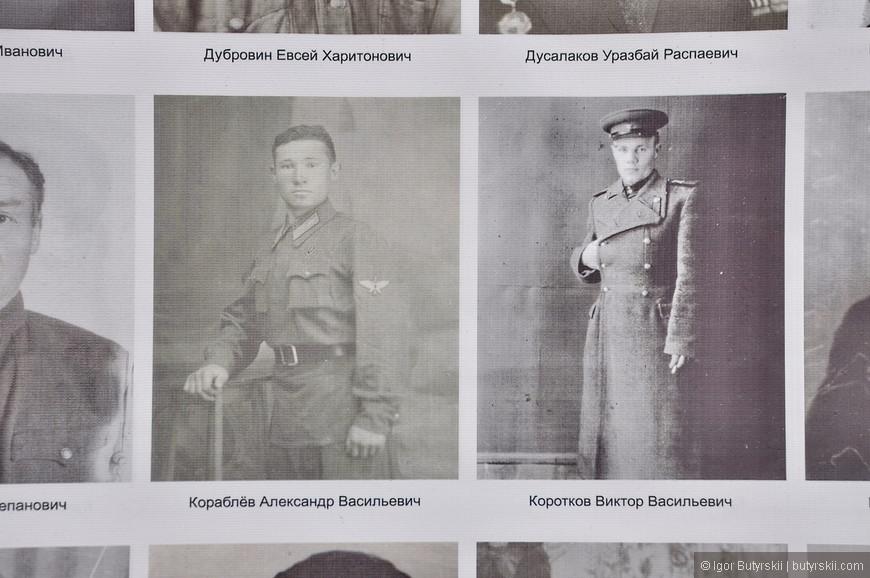 25. Фотографии военных самые интересные, все строго и по форме.