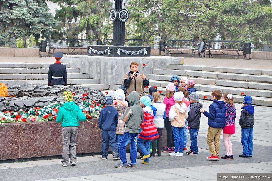 31. Детишек очень много, одни уходят – других подводят, постоянный поток, им нравится.