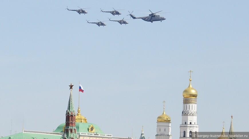 Максимальное приближение кадра с Государственным флагом России.