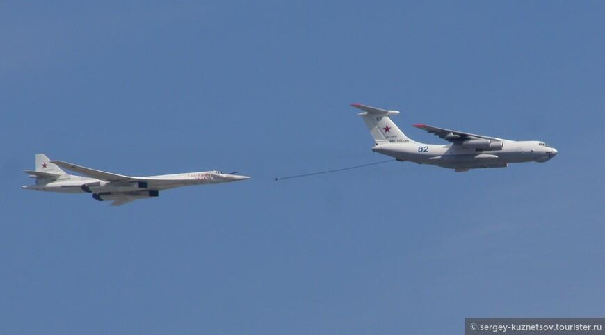 Дозаправка позволяет существенно расширить диапазон действия военной авиации.