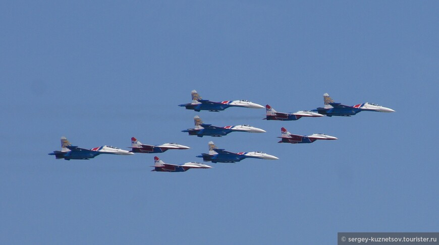 Наиболее эффектный кадр строя боевых самолетов.