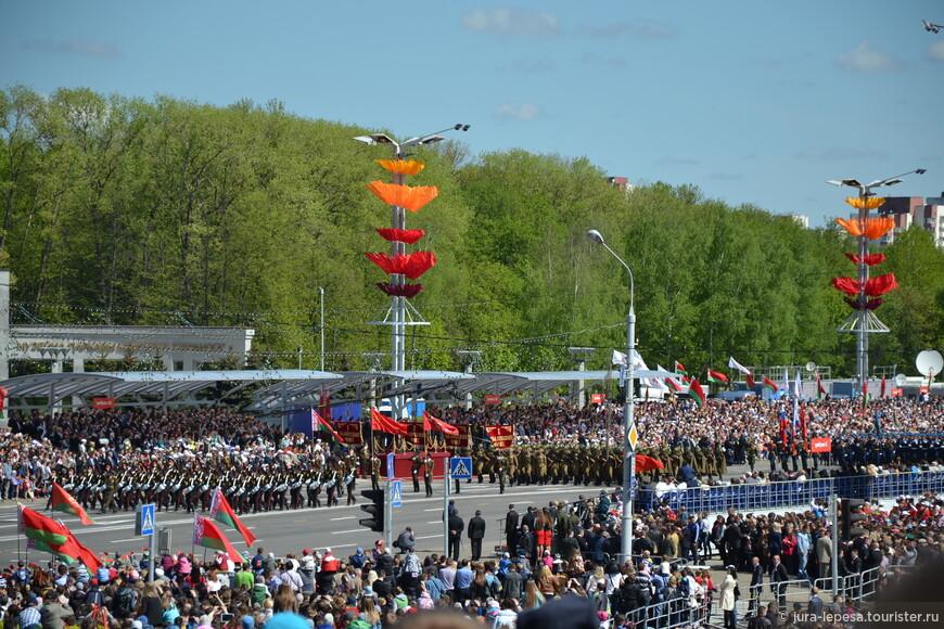После того как самолеты улетели на базу, перед зрителями выступил оркестр военно-воздушных сил США в Европе.