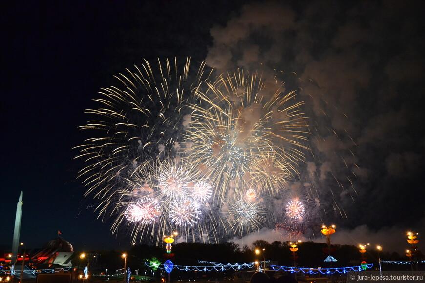 Празднование Дня Победы в Минске завершено. В 22:00 одновременно из 6 точек было дано 30 артиллерийских залпов.