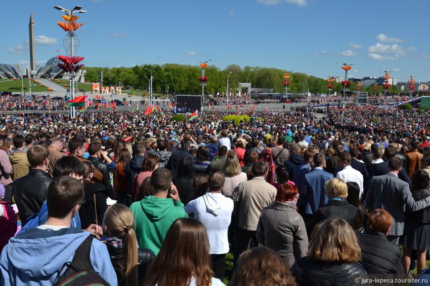 Парад посмотрело вместе с его участниками-более 600 тысяч человек.Так -то.