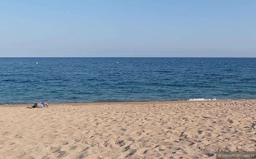"""Вот такой пляжный """"триколор"""" получился. Песок, море и небо. Что еще надо для счастья?"""
