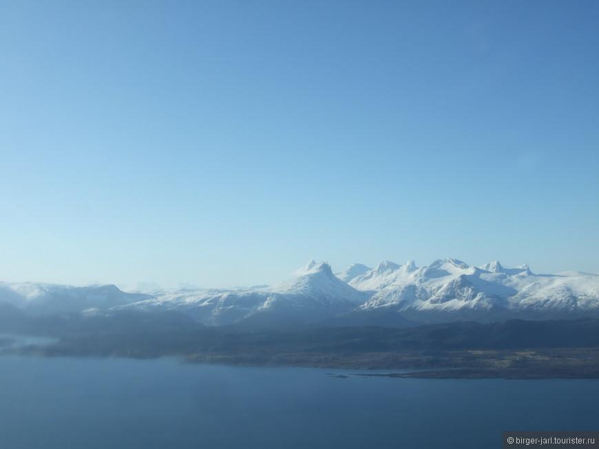 Скандинавские горы  с борта самолета.