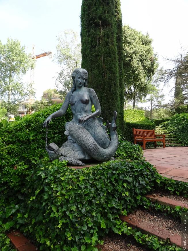 Бронзовые скульптуры сирен, созданные скульптором Марией Льимоной.