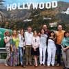 Группа туристов на память из Голливуда