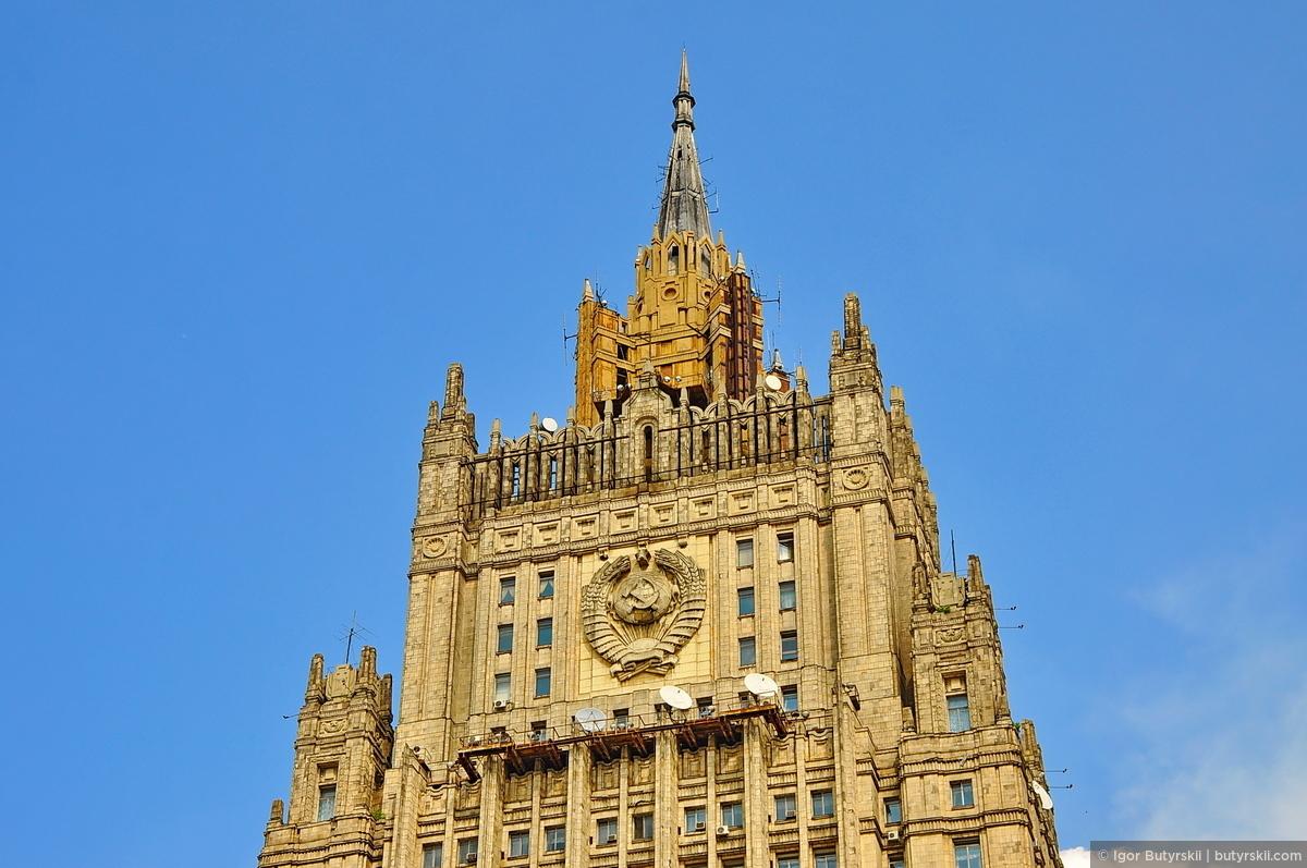 08. Здание недавно было отреставрировано и шпиль покрасили в основной цвет., Москва — Сталинские высотки
