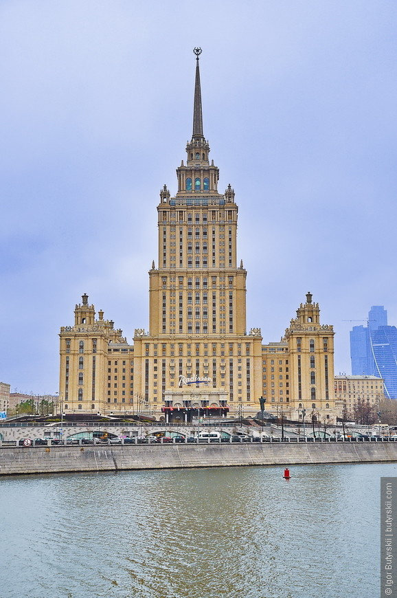 15. В гостинице находятся 497 номеров, что является самым большим показателем среди пятизвездочных отелей Москвы.