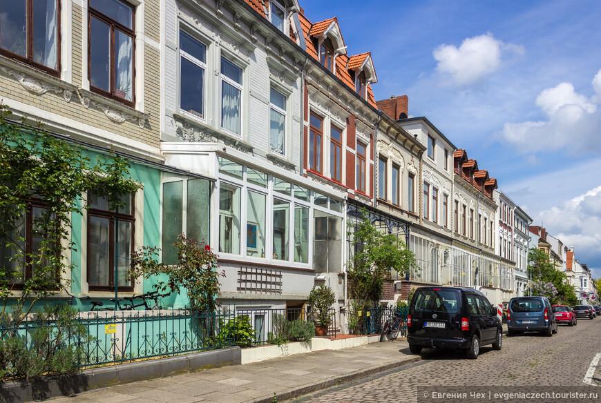 Нойштадт, или Новый город, район, возникший в 19 веке у стен старого города. Архитектура здесь примечательная - Бременские дома с верандочками, палисадником и мансардами.