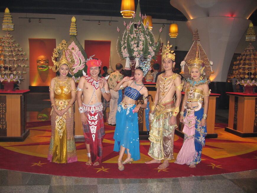 Артисты тайского национального шоу