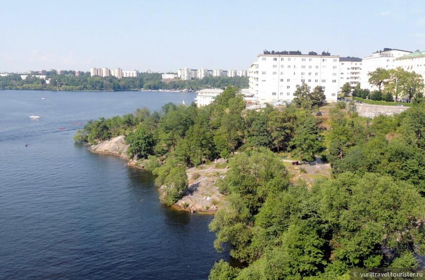 В жаркую погоду по берегам всех озер и заливов много желающих позагорать