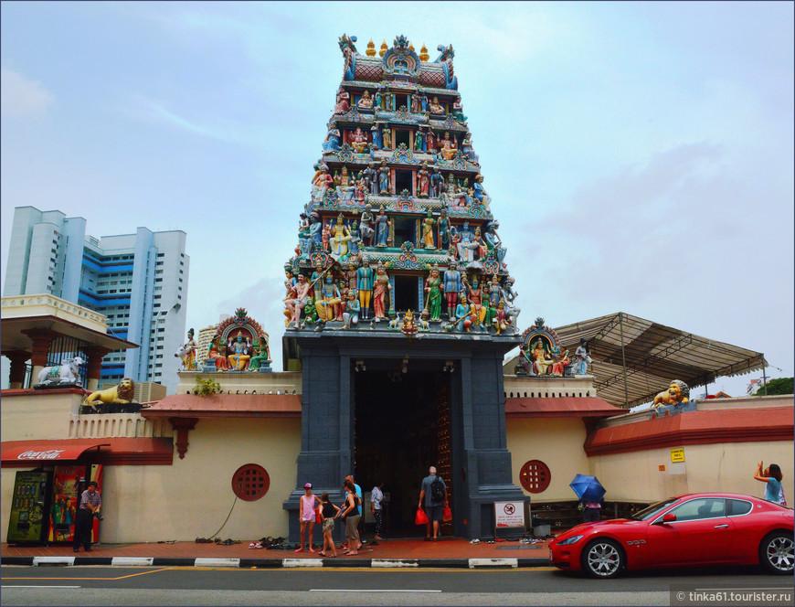 Один из главных, крупнейших и старейших индуистских храмов Сингапура — Sri Mariamman. Посвящён соответственно богине Мариамман.