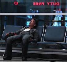 Транспортная прокуратура требует прекратить продажу крепкого алкоголя в аэропортах и самолетах