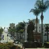 Вид на город Вентура и основателя Миссии Сан-Бонавентура монаха Хунипера Серра