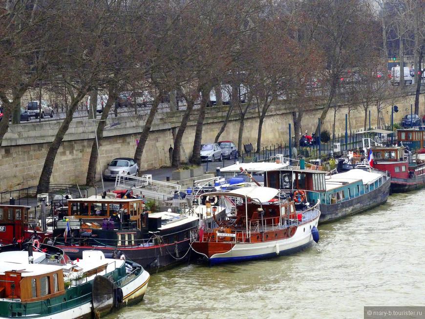 Столпотворение лодок на Сене