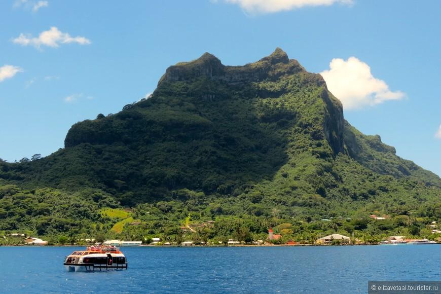 И вот этот день пришел... мы прибыли на Бора-Бора! Сказать по правде, дух сразу захватывает как только посмотришь на этот доисторический вулкан возвышающийся над островом.