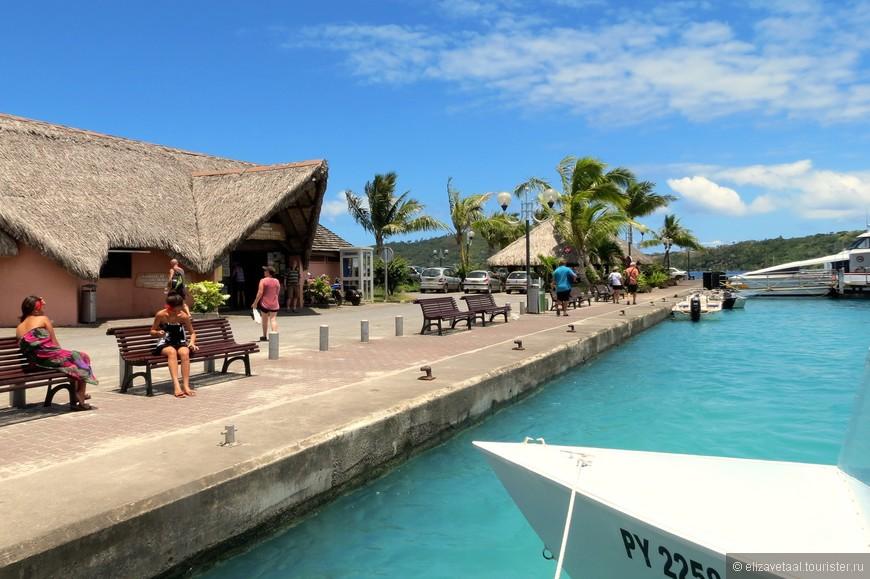 Причал с туристическим бюро и парковка для яхт :)
