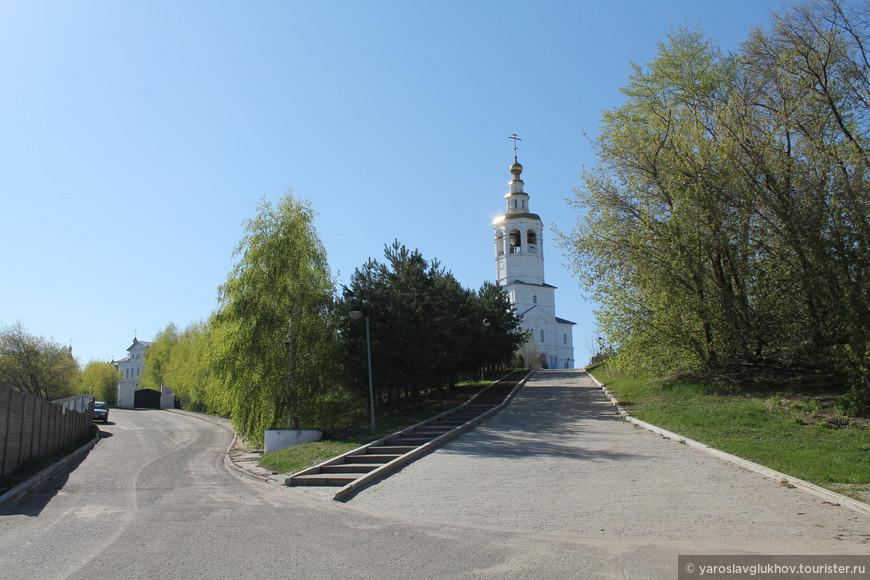 Вид на вершину Зилантовой горы. Общий вид монастыря.