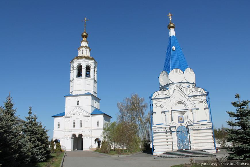 Церкви Михаила Архангела и князя Владимира.