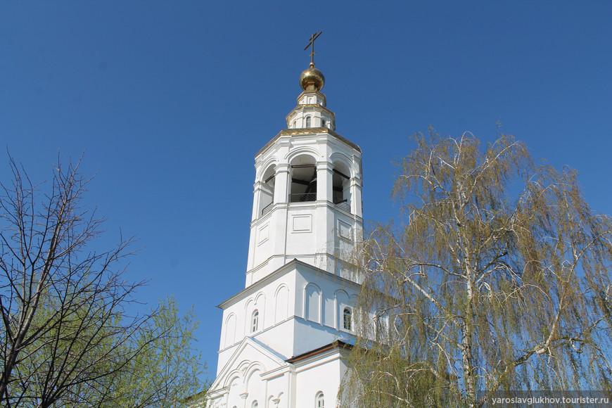 Колокольня монастыря.