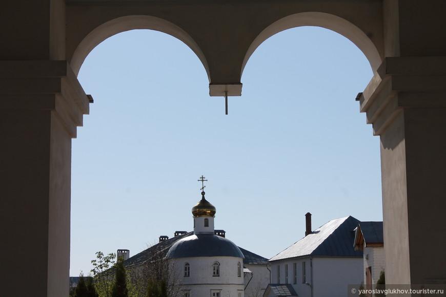 Монастырь. Вид от входа.