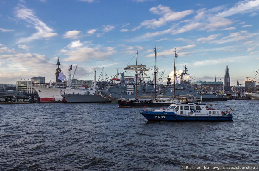 Прибыли на парад и военные корабли