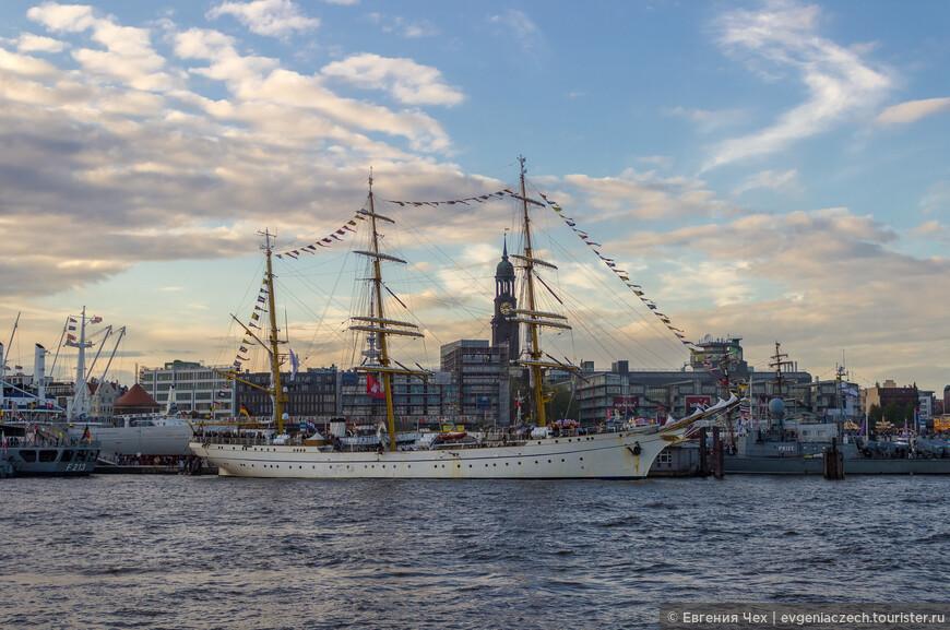 На праздник прибыли гости со всего мира,в том числе 2 российских парусника.