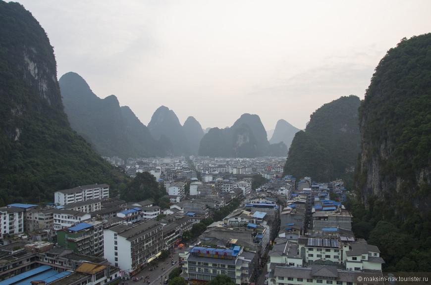 Сегодня это очень развитый туристический город с большим количеством отелей на любой вкус и кошелёк, популярное место, как среди китайских любителей путешествий, так и среди европейских бэкпекеров.