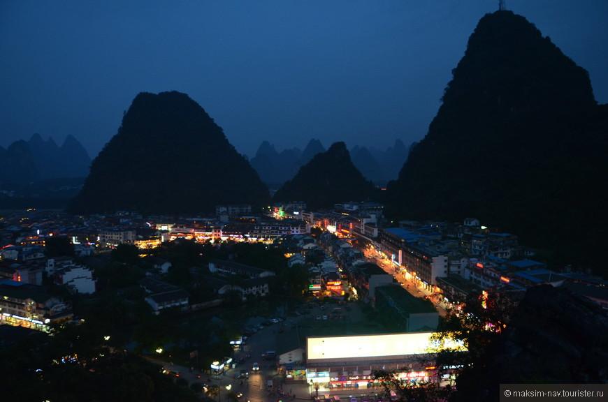 Если когда-нибудь будете в Яншо, обязательно посетите это место на закате. Только не забудьте прихватить с собой фонарик, т.к. на обратном пути придётся спускаться в кромешной тьме – освещение здесь отсутствует.