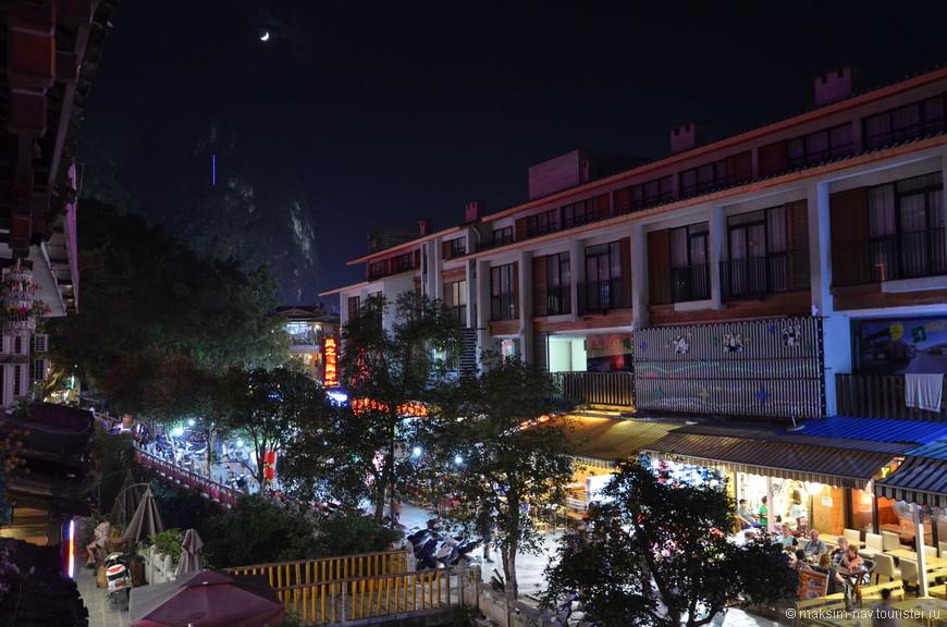 Вид с балкона нашего номера. В следующих альбомах я познакомлю вас с живописными окрестностями Яншо: Лунным холмом, парком Шангри-Ла, прогулками по реке Лицзян и Юлонг. Спасибо за внимание!
