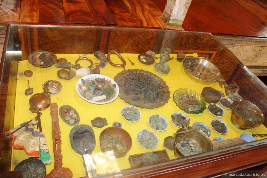 Это археологическая часть комплекса - показаны предметы, найденные на территории Шри-Ланки во время раскопок.