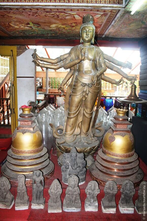Экспонаты музея - ценнейшие исторические реликвии и баснословно дорогие подарки религиозных конфессий и членов королевских и правительственных семей всего мира.