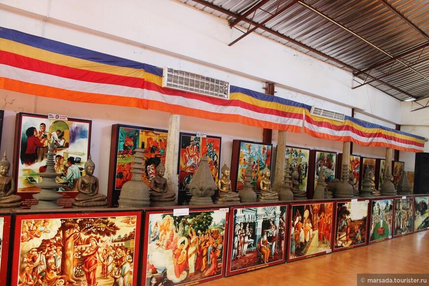 Зал с жизнеописаниями Будды