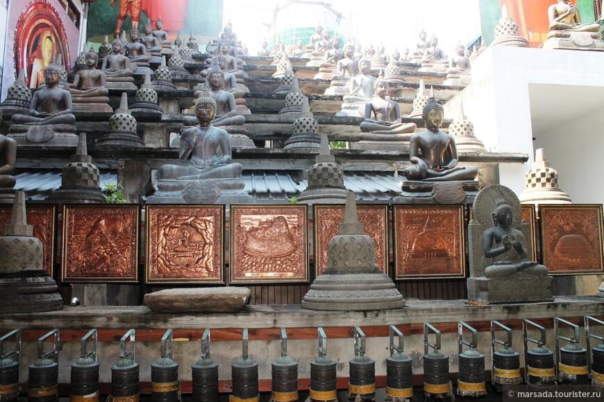 Стена тысячи Будд - сюда приходят поклоняться буддисты со всего мира, так как по преданию здесь был сам Будда.