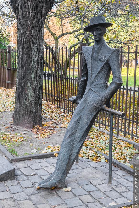 Памятник латышскому художнику и графику Карлису Падегсу