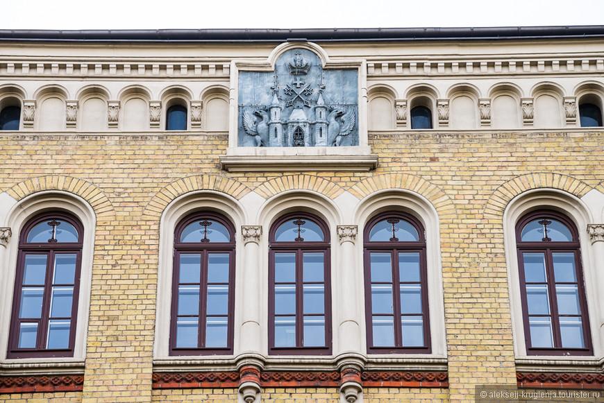 Барельеф на тему герба Риги