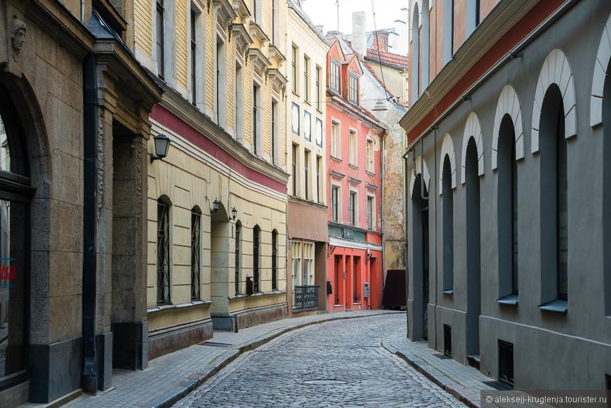 Узкими улочками в старую часть города