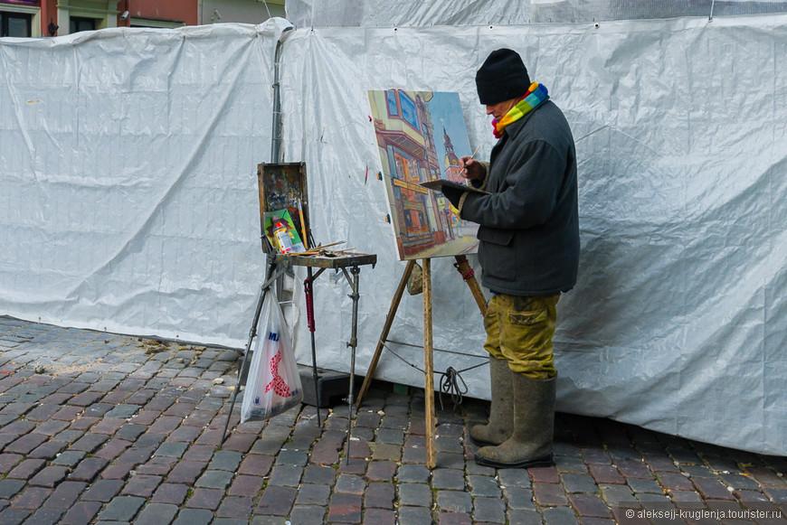 Уличный художник. Одет по погоде=)