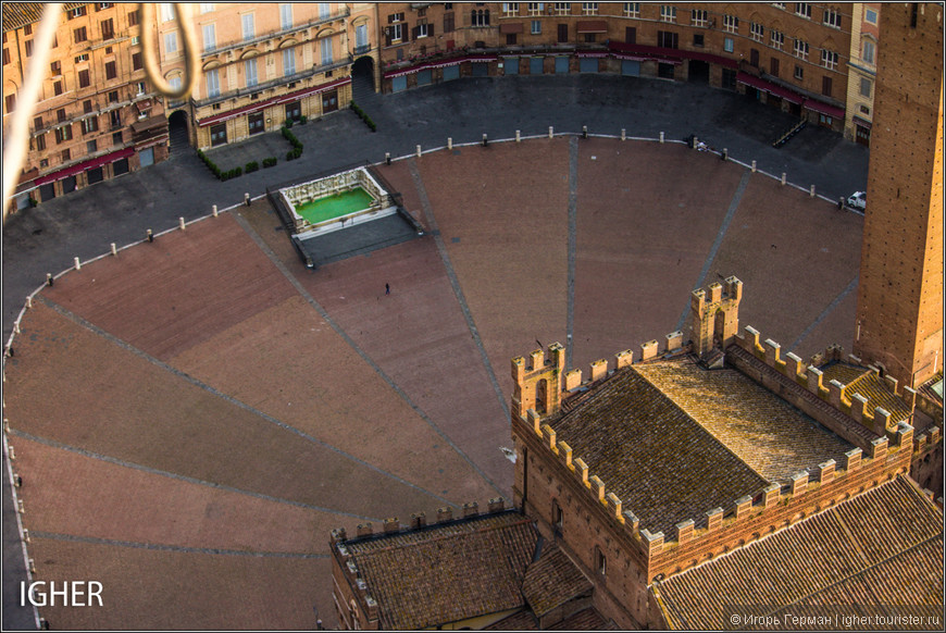 piazza del Campo поближе...редкий случай когда народа почти нет