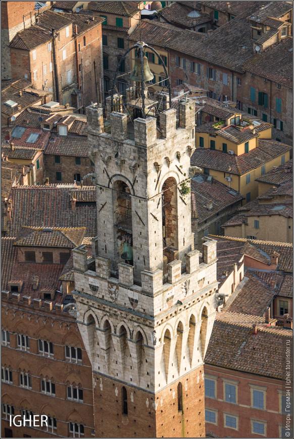 а это уже Torre del Mangia...кстати,высотой в 88 метров эта третья итальянская башня...время начала постройки примерно 1325 год