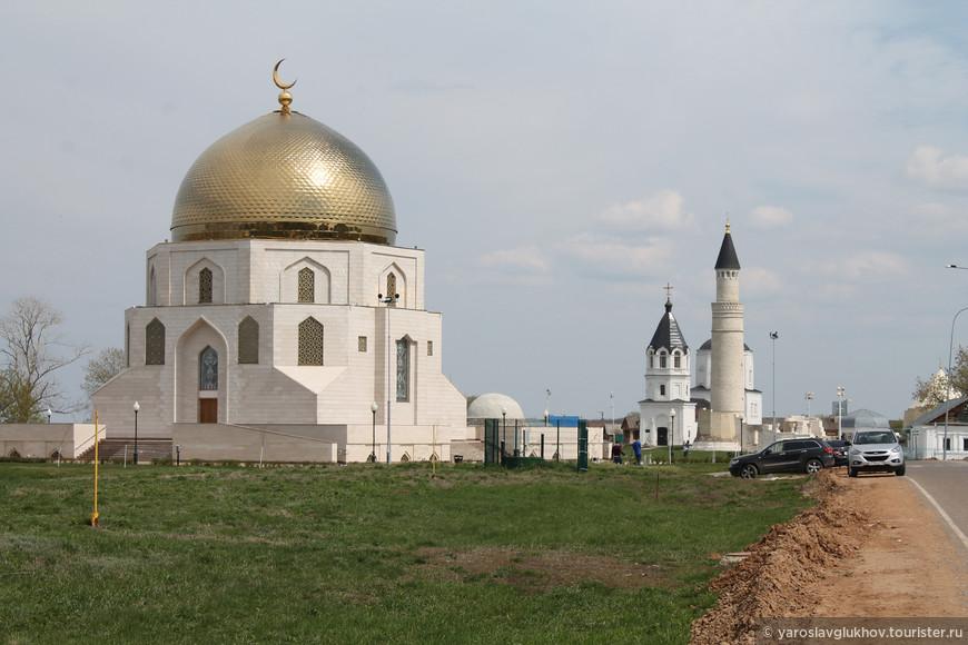 """Памятный знак """"Принятие Ислама"""" и Городище."""