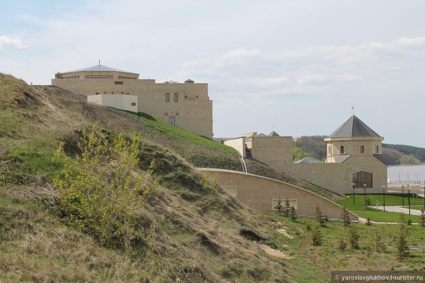 Общий вид комплекса речного вокзала и музея Булгарской цивилизации.