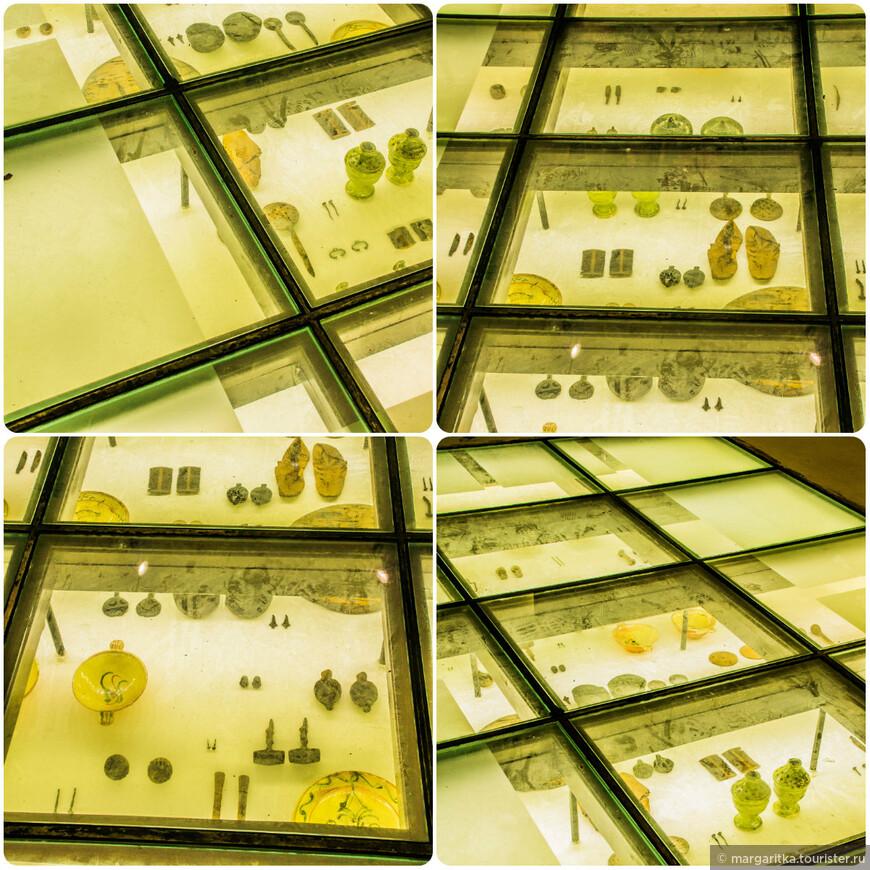 археологическая экспозиция в полу одной из центральных станций метро
