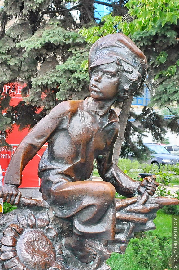 05. На набережной огромное количество статуй, памятников, интересных объектов. Хорошо организованное пространство для горожан.