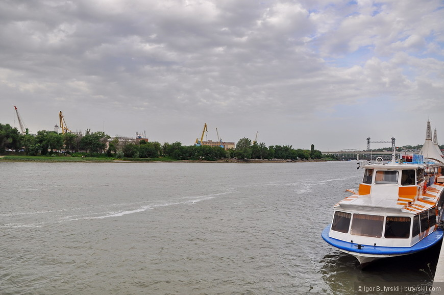 10. В городе развит речной туризм, продажу туров по реке я часто встречал в Ростове.